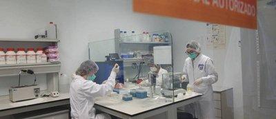 Laboratorios de la empresa. Imagen de Alicante Plaza