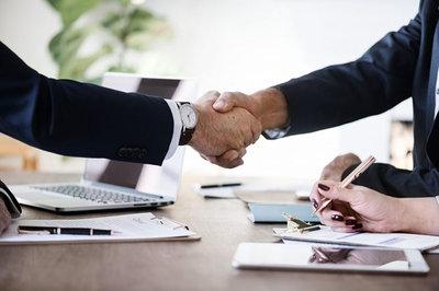 Instituto Empresa Universidad y la AEDRH firman un convenio para formación